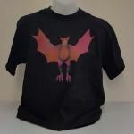 """Dirk Bach T-Shirt """"Flora, die fliederfarbene Fledermaus"""" unisex in schwarz"""